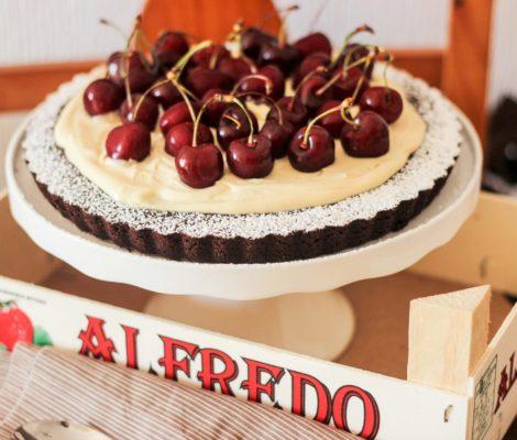 Tarta de franchipán, chocolate y cerezas