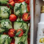 Cremosos ravioles de calabacín con queso de anacardos horneados en salsa de tomate por Niki Webster