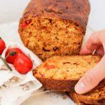 Pan de tomate con condimento de aceite de oliva y orégano Azada