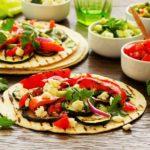 Tacos veganos al horno con salsa de mole